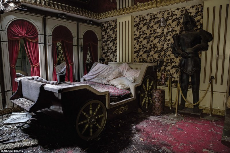 Abandoned Love Hotel in Chiba Prefecture: This particular room had a medieval/Ye Olde English theme fully equipped with a knight in shining armour and a horse-cart shaped bed
