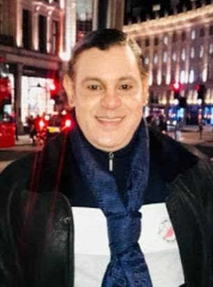 Él es fotografiado a principios de esta semana en Londres