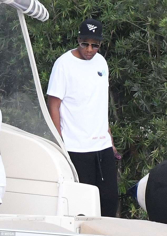 Beyonce, Jay Z and their eldest daughter, Blue Ivy spotted out on a Yacht in Miami (photos)