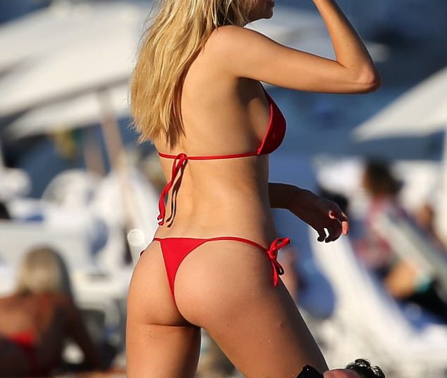 Pert The Tiny Thong Bottoms Also Flaunted The Stars Peachy Derriere Along With Her