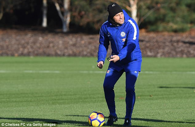 Conte in training ahead of Chelsea's Premier League fixture against Swansea on Wednesday