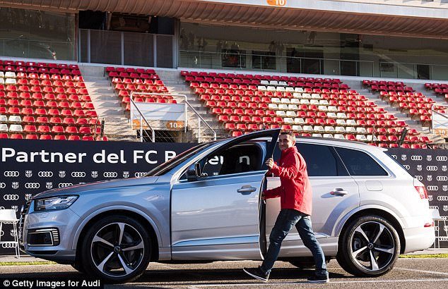 Barcelona manager Ernesto Valverde went for the comfortable Audi Q7 E-tron