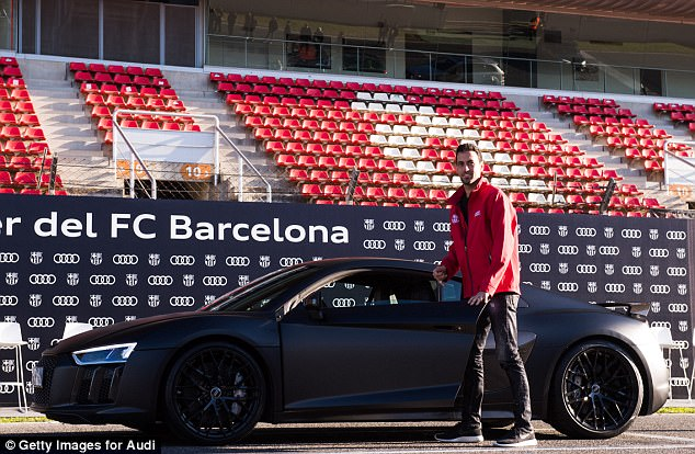 Sergio Busquets chose the particularly powerful Audi R8 Plus, which also in Daytona Gray