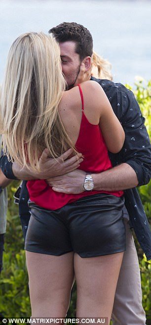 Home And Away's Sophie Dillman Gets Engaged Daily Mail
