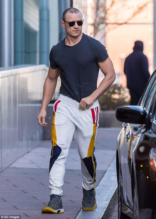 Swoon: James McAvoy tenía a sus fanáticos calientes el martes mientras mostraba su físico en Pennsylvania