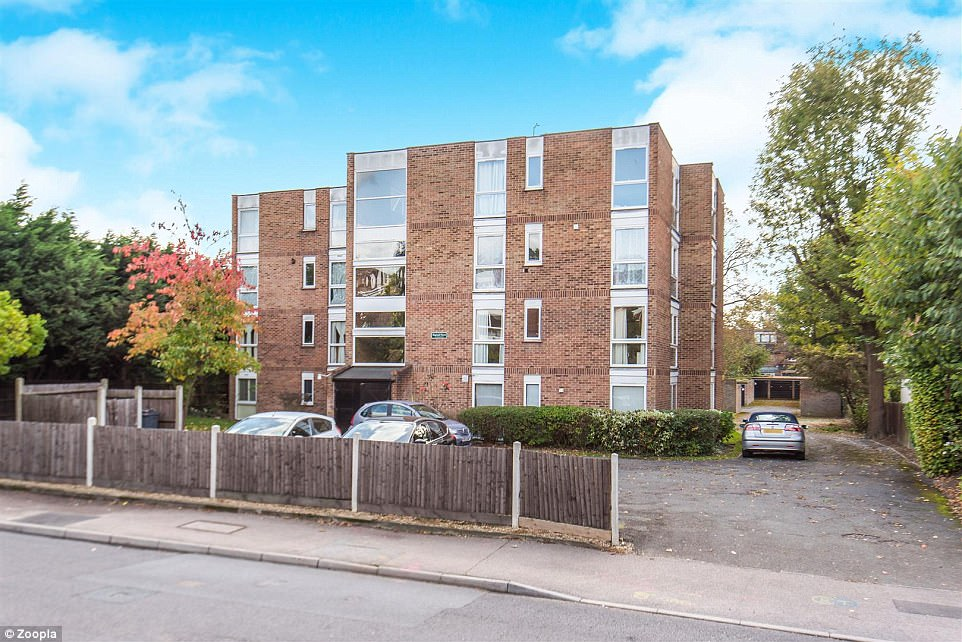 It's a bargain! This one-bed flat in London's Beckenham has an asking price of £165,000, which is marginally more than the average £139,987 deposit required to buy in the capital