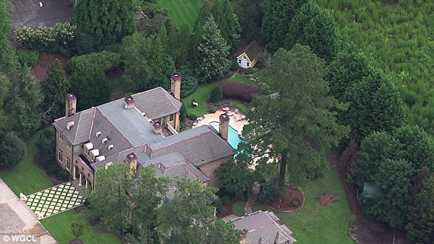 Two Of R Kellys Atlanta Mansions Burglarized Daily