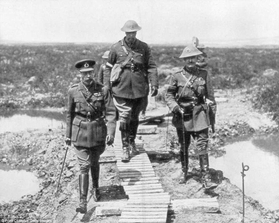 King George V and the Canadian General Currie view the captured ground at Vimy and Messines, 1917. The Battles of Vimy Ridge and Messines were notable Allied successes in 1917
