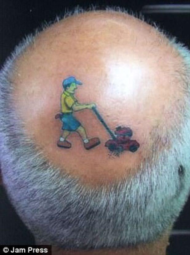 Dos caballeros tenían exactamente la misma idea cuando se trataba de sus tatuajes de cabeza ...