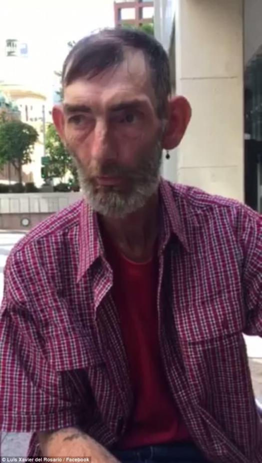 El señor del Rosario dijo que Ian (en la foto) estaba buscando un trabajo y esperaba que la transformación lo ayudara a volver a ponerlo en pie.