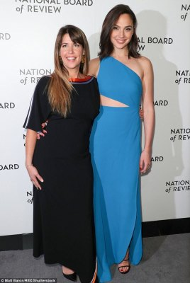Gal Gadot's Style At The National Board of Review Awards Gala in New York
