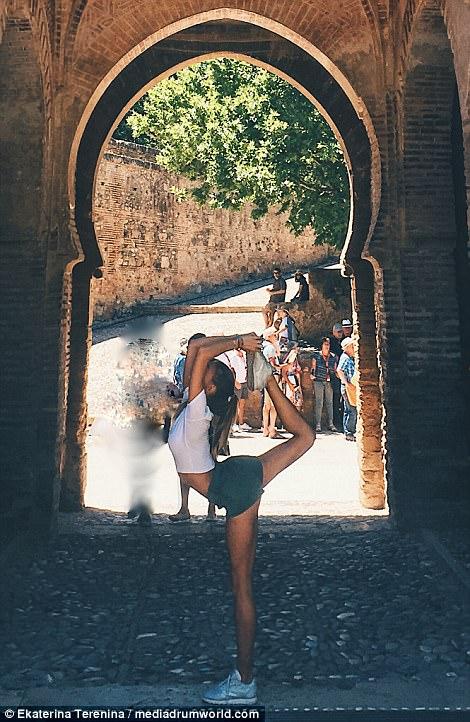 Showcasing her skills to locals in Granada