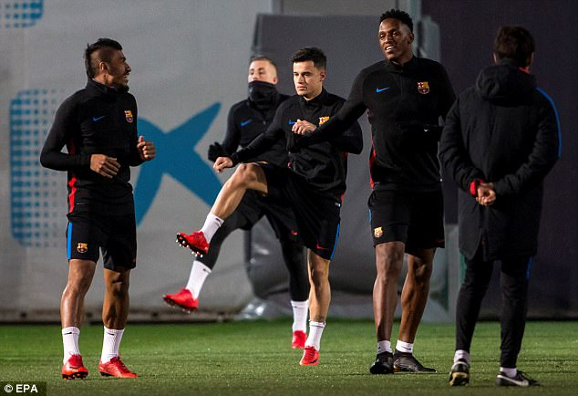 Philippe Coutinho (centre) with team mates Yerry Mina (second right) and Brazilian Paulinho
