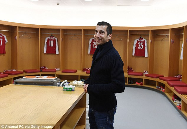 Mkhitaryan got a look around the Arsenal dressing room ahead of kick-off on Wednesday