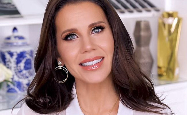Tati Westbrook S 3 000 Make Up Tutorial Daily Mail Online