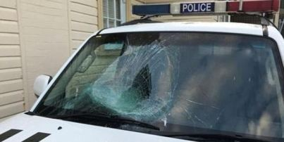 Naked Canadian tourist, 23, 'dives head-first through the windscreen of a police car before assaulting officers' in Byron Bay Read more: http://www.dailymail.co.uk/news/article-5322983/Naked-Canadian-tourist-arrested-headbutting-police-car.html#ixzz55v2XIkzO Follow us: @MailOnline on Twitter | DailyMail on Facebook