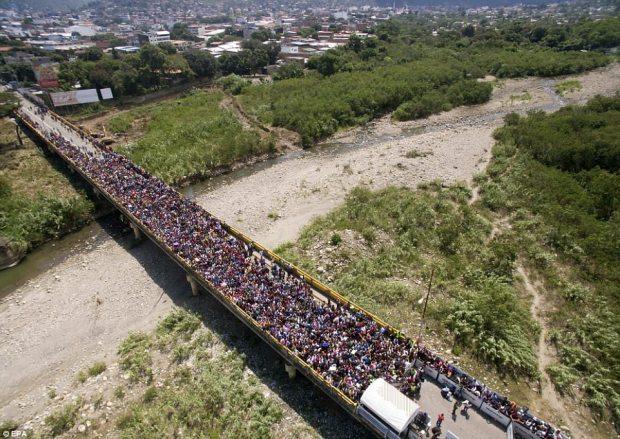 Image result for venezuelans fleeing to columbia