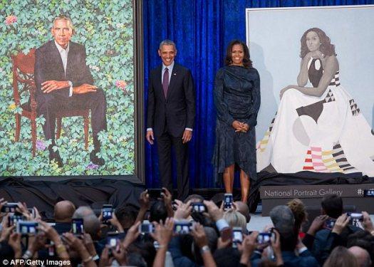 El retrato del presidente Obama, por Kehinde Wiley, también se dio a conocer el lunes