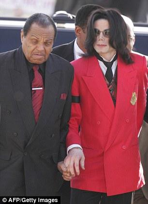 Michael teve um relacionamento tumultuado com seu pai como criança
