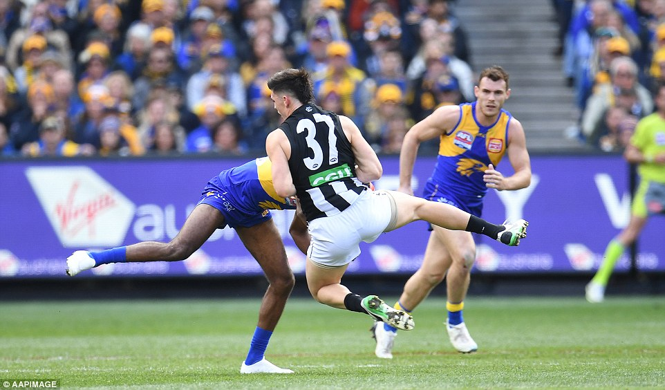 Though low scoring, the second quarter was not lacking drama after Liam Ryan flattened Brayden Maynard with a crunching hip and shoulder right to his ribs as he tried to take a mark
