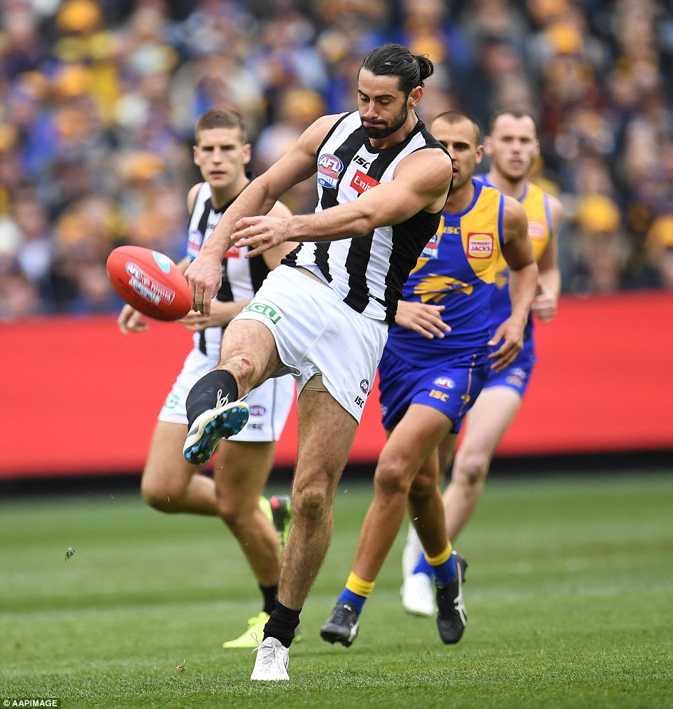 Collingwood shot out to a 17 point lead at quarter time, kicking the first five goals unanswered before West Coast clawed two back just before the first break