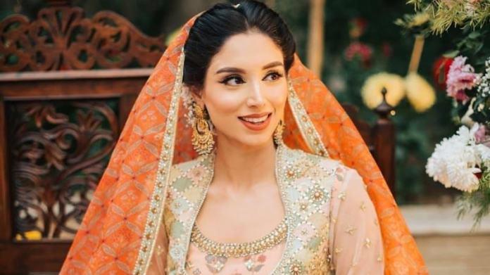 The happy bride wore a beige and orange Sania Maskatiya bridal.