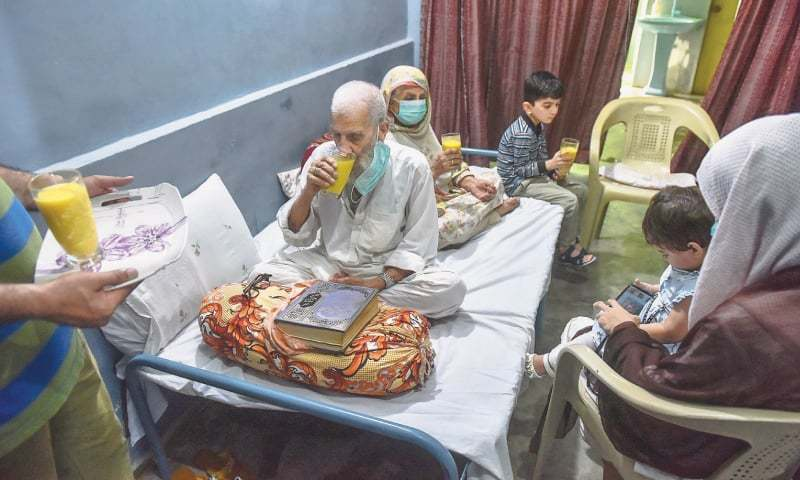 Elderly persons, MPA's family in Sindh of 18 survive Covid-19 keeping spirits high - Pakistan 1