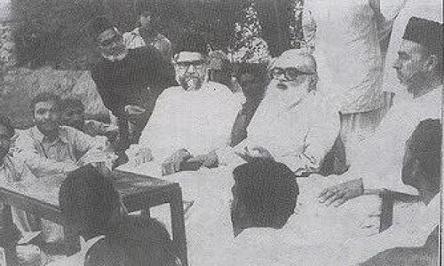 JI's Mian Tufail and the party's founder, Abul Ala Maududi, holding a press conference in June 1974.