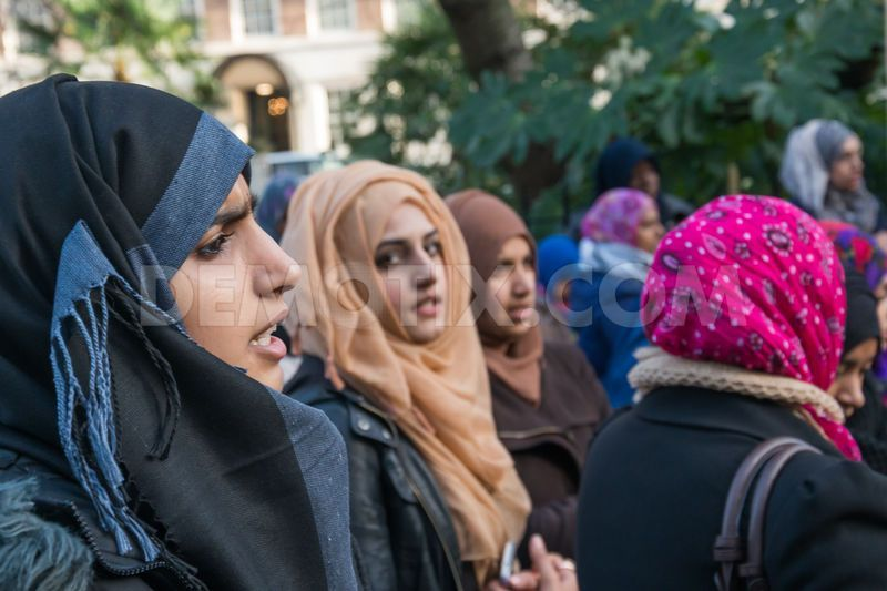Young female supporters of Hizb-ut-Tahrir.