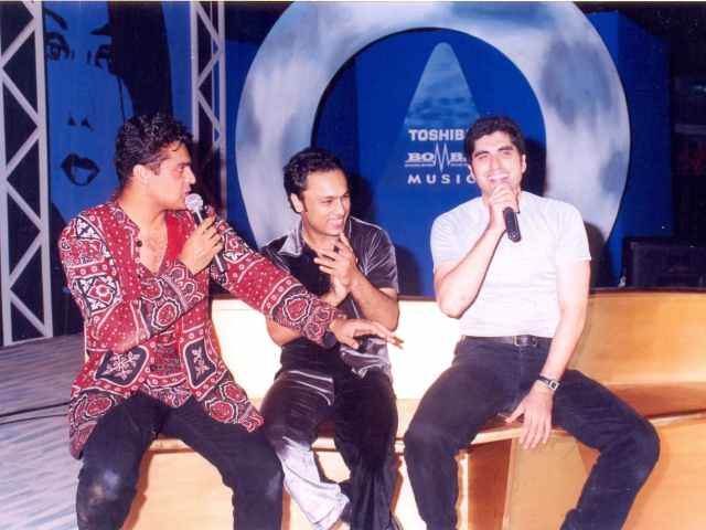 Junaid Jamshed with his singing contemporaries, Fakhr-e-Alam and Najam Sheraz