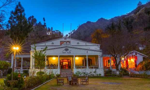سوات کا سفید محل. — فوٹو سید مہدی بخاری۔