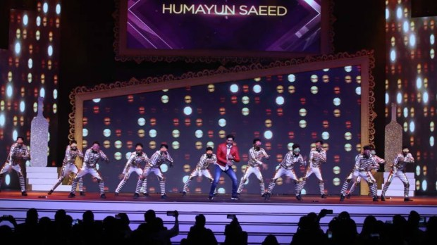 Humayun Saeed charged up the crowd at the ARY Film Awards