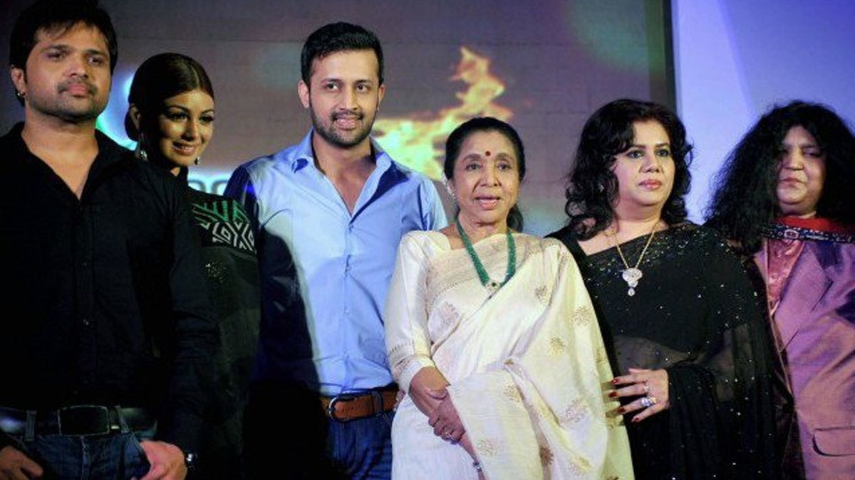 Image result for india pakistan singer in one stage