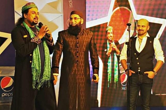 Junaid Jamshed with junoon frontman Salman Ahmad and Vital Signs guitarist Shahi Hasan