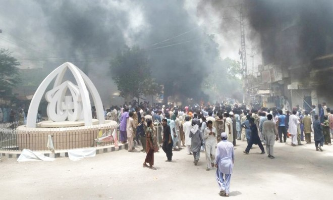 People protesting Irfan's death.─Photo by author.