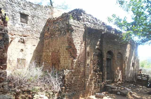 The crumbling residence of a Hindu family that lived here before partition. It is now occupied by a Muslim family.
