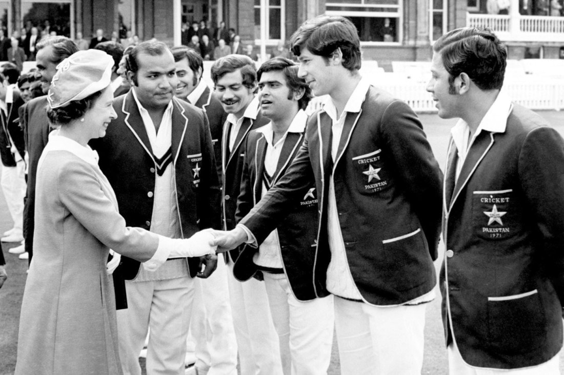 Imran Khan shakes hands with Queen Elizabeth in the 70s. — wikibio.in