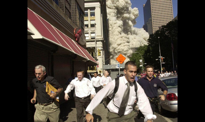 متاثرہ افراد کے لیے 11 ستمبر 2001 کے زخم آج بھی تازہ ہیں — فوٹو: اے ایف پی