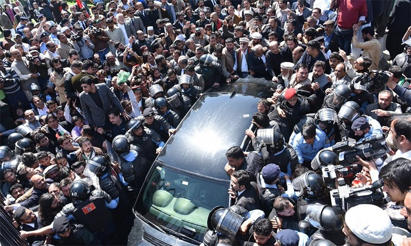 Workers swarm vehicles of PPP Chairperson Bilawal Bhutto-Zardari and his father Asif Ali Zardari as they arrive at NAB office in Islamabad. — Photo courtesy: PPP Twitter account