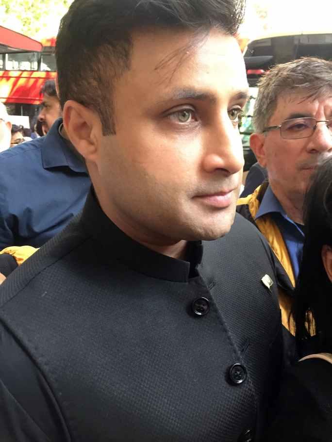 معاون خصوصی زلفی بخاری بھی احتجاج میں شریک ہوئے—فوٹو: اسکرین شاٹ