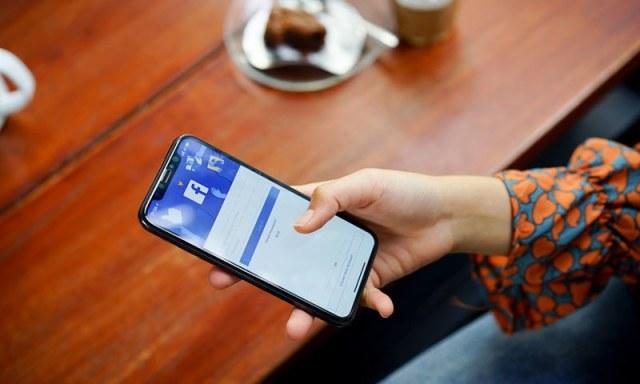 نیوز ٹیب متعارف کرائے جانے کے لوگ فیس بک پر ہی انحصار کریں گے، ماہرین—فوٹو: شٹر اسٹاک