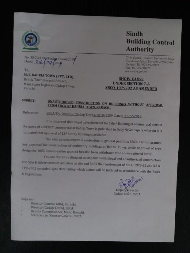 سندھ بلڈنگ کنٹرول اتھارٹی کے شوکاز نوٹس کا عکس جس میں بحریہ ٹاؤن کو این او سی حاصل کیے بغیر غیرقانونی تعمیر روکنے کا کہا گیا ہے