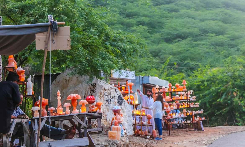Display of souvenirs made of salt rock in Khewra bazaar.