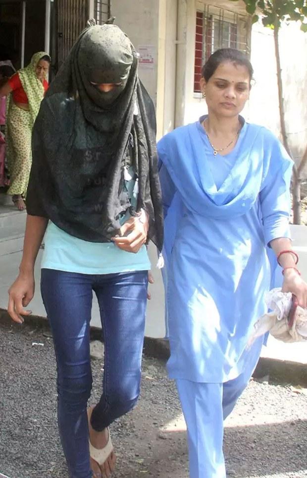 اسکینڈل کی سب سے کم عمر ملزمہ 18 سالہ مونیکا یادیو ہیں—فوٹو: ٹائمز آف انڈیا