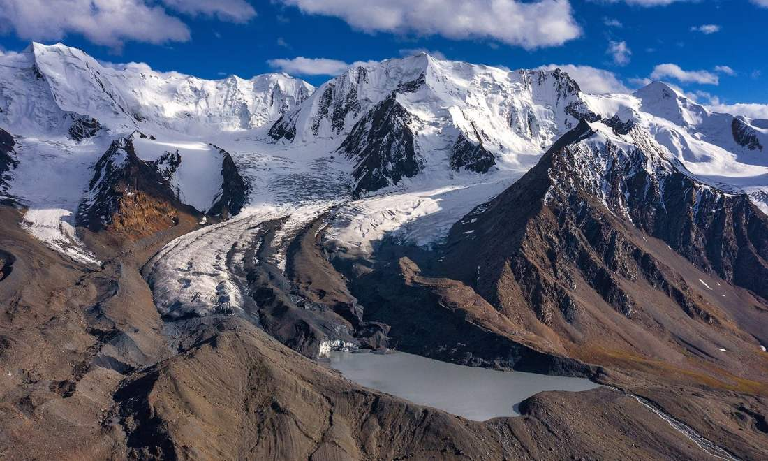 Chiantar Glacier and a glacial lake. — *Photo by author*