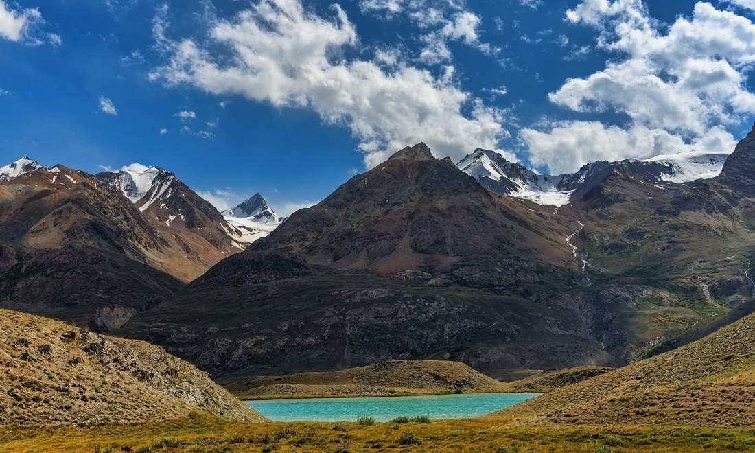 On the trek towards Lashkargaz. — *Photo by author*