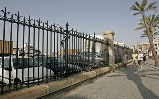 La separación entre el puerto y la ciudad sigue siendo objeto de debate y, a veces, de polémica.