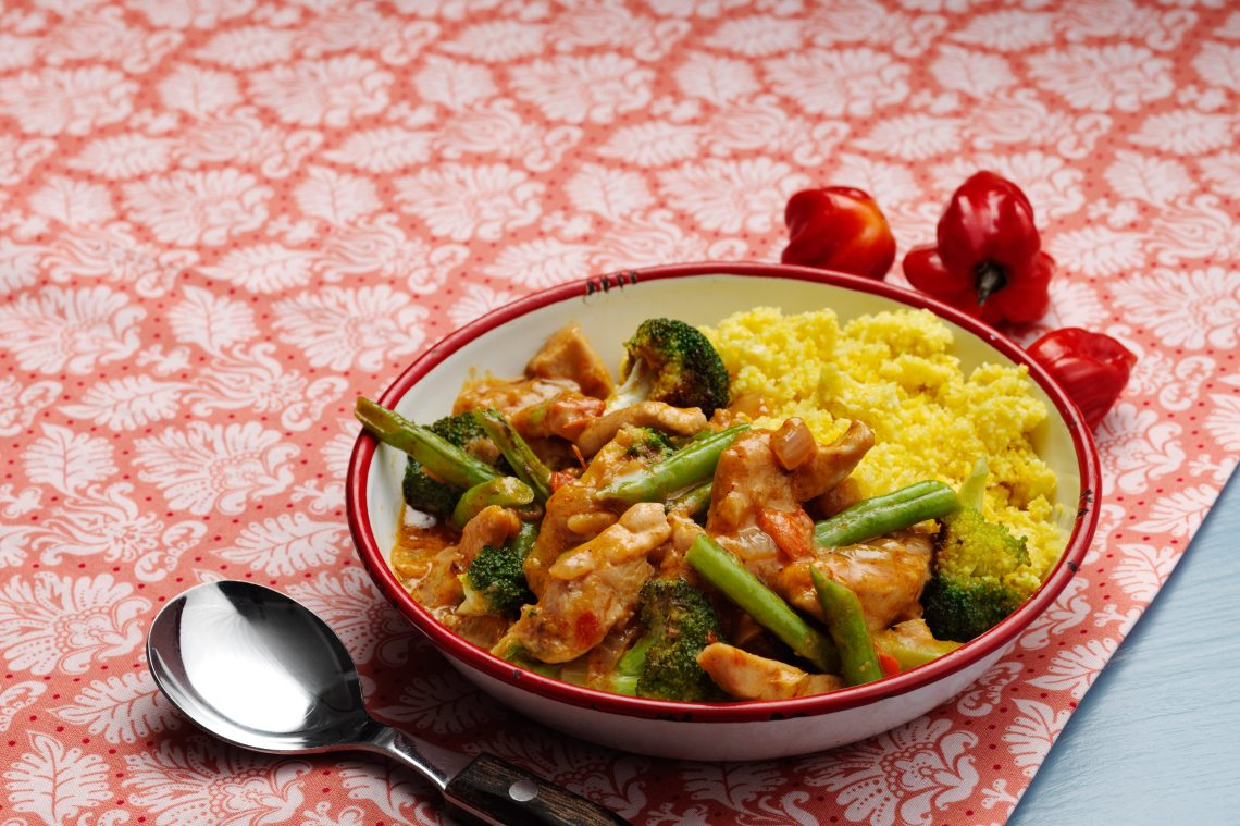 Low-carb curry chicken with cauliflower rice