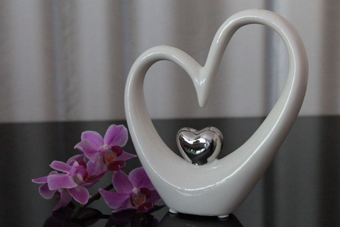 Deko Skulptur Herz aus Keramik 15cm weiß silber abstrakt design Figur modern