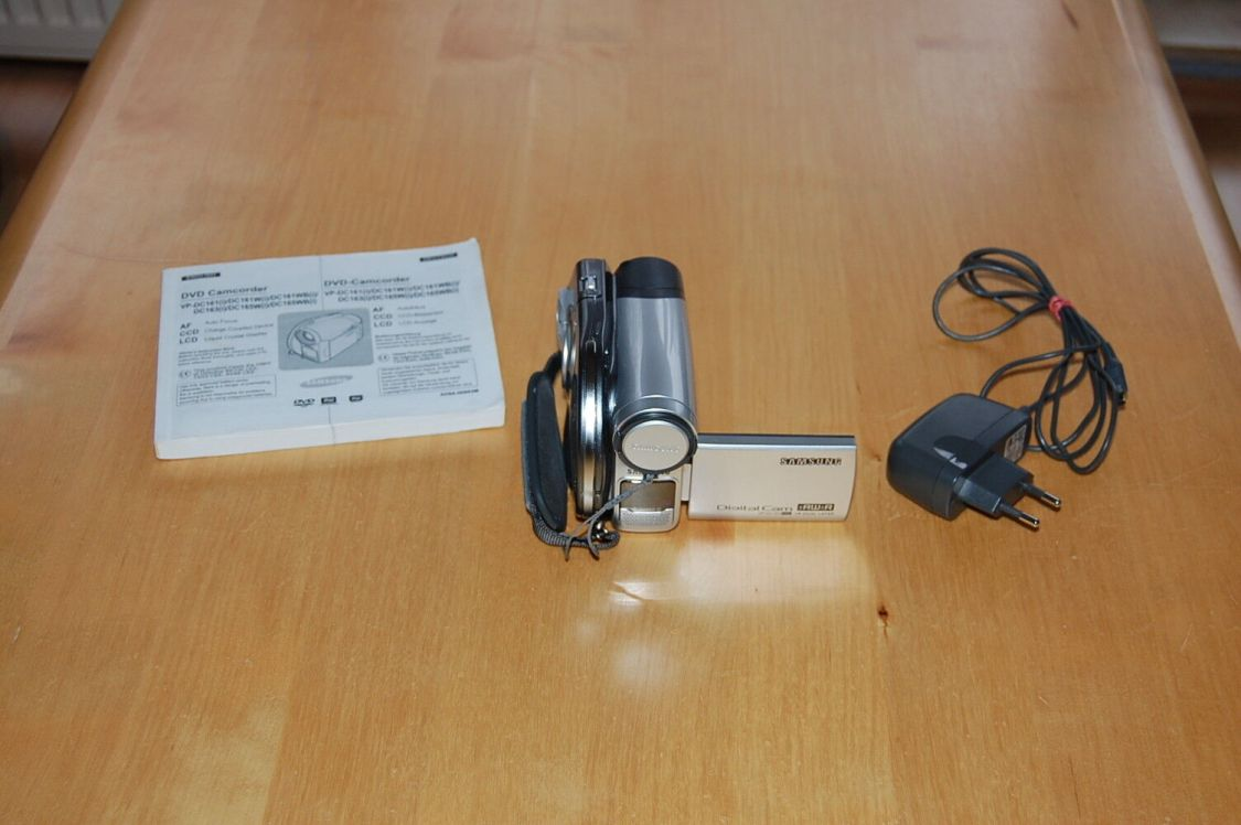 Samsung VP-DC161  Optical Zoom PAL DVD Camcorder Top!